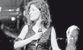 Ana Moura canta e o público delira