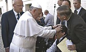 Caso insólito teve lugarna bênção dos doentes, após a Missa de domingo, na Praça de S. Pedro