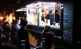 Uma carrinha de comida durante o Toronto Nuit Blanche. (CityNews/Showwei Chu)