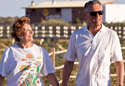 Cavaco Silva em passeio com a sua mulher em Albufeira