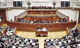 A Assembleia da República deve voltar a debater o limite de mandatos para cargos políticos. BRUNO SIMÃO
