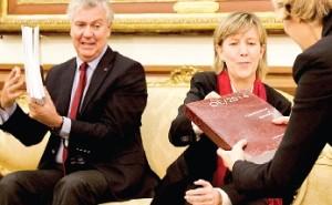 Em 2014, a ministra Maria Luís Albuquerque prevê gastar quatro vezes mais do que gastou este ano com a dispensa de funcionários (Foto de Miguel Baltazar)