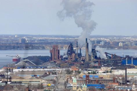 Operações Stelco em Hamilton. The Canadian Press/Stephen C. Host