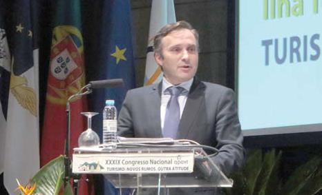 Vítor Fraga durante a sua intervenção na qual anunciou semanas dedicadas ao Golfe, ao Surf e às caminhadas