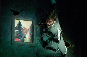 """Metamorphosis"" é levada a palco no Royal Alexandra Theatre até 9 de marco de 2014. CORTESIA: Mirvish"
