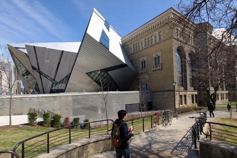 Os originais Royal Ontario Museum e o Michael Lee-Chin Crystal são visíveis nesta foto de arquivo sem data. HANDOUT/Tourism Toronto/Doug Brown