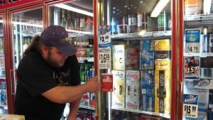 Muitas jurisdições, incluindo os EUA, sobretudo, a Europa e algumas províncias já permitem a venda de álcool em lojas de conveniência e supermercados.