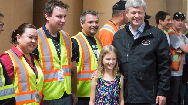 O líder Conservador Stephen Harper apresenta o seu discurso de campanha durante uma paragem em Welland, Ontário, na quarta-feira, 9 de setembro de 2015. (Adrian Wyld / The Canadian Press)